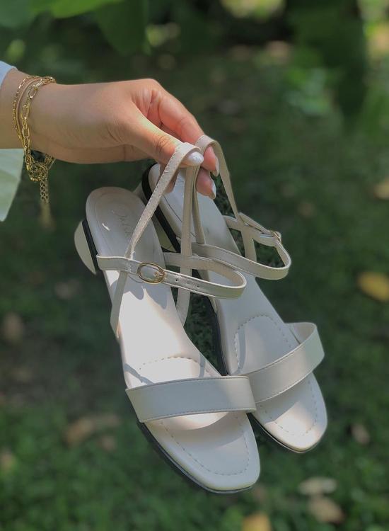 棉花糖女孩 大尺碼涼鞋推薦 肉肉腳、寬腳板也合適! 一字繫踝橢圓跟涼鞋