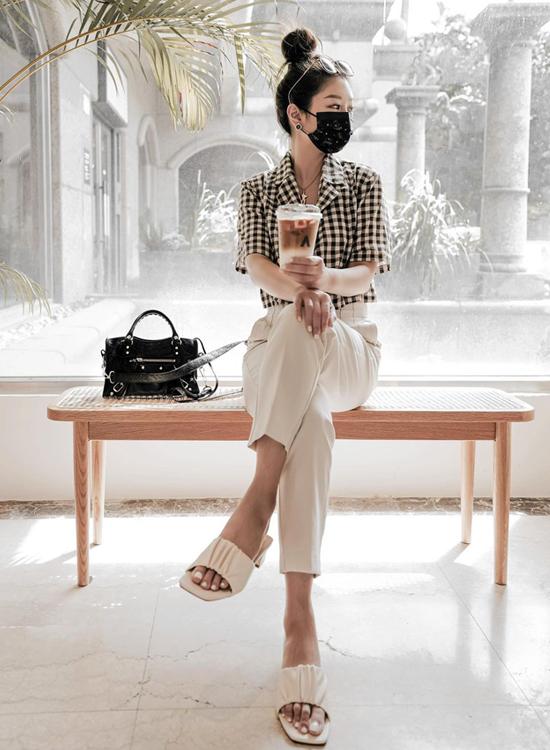 D+AF 夏日時髦好穿有型涼鞋 輕盈浪漫 抓皺設計 雲朵涼拖鞋