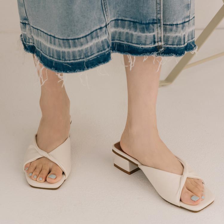 D+AF 夏日時髦好穿有型涼鞋 午茶時光 方頭涼鞋 扭結設計 扭結低跟拖鞋